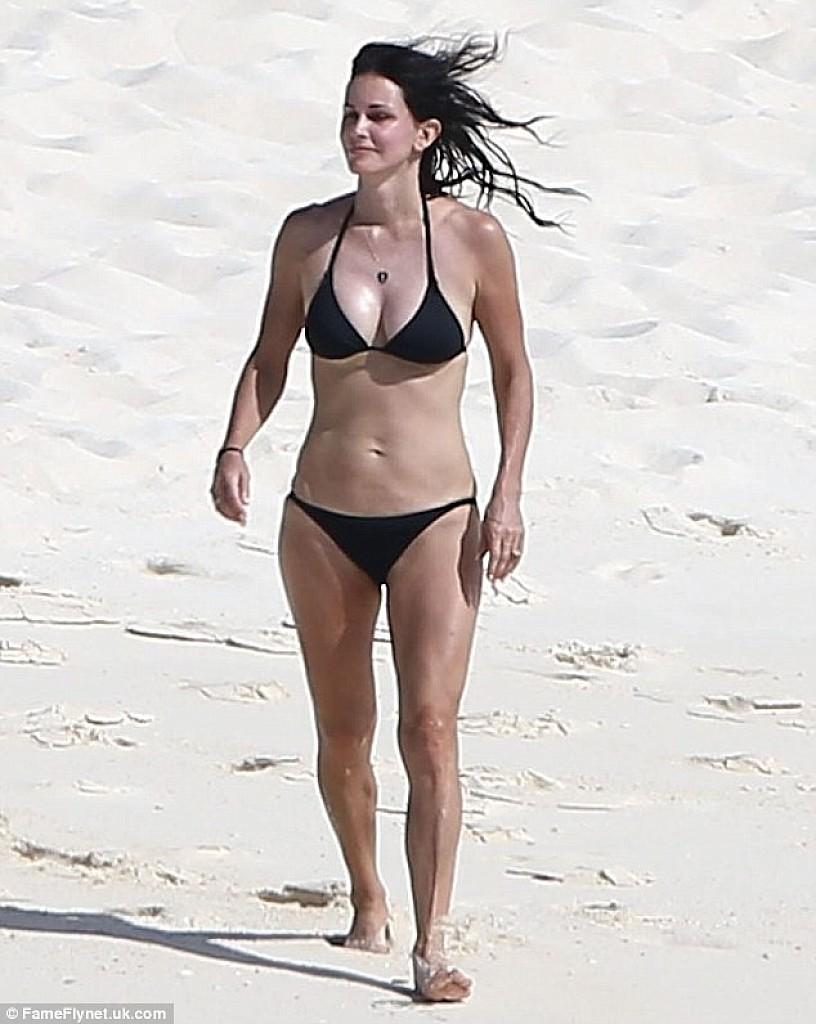 lisa kudrow bikini